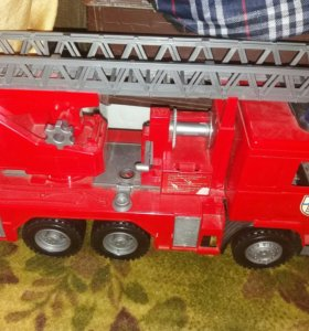 Большая пожарная машина