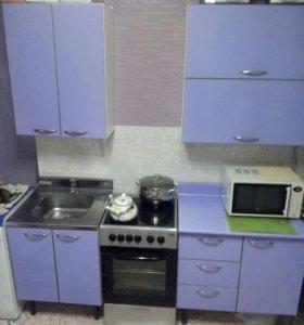 кухонный гарнитур и плита