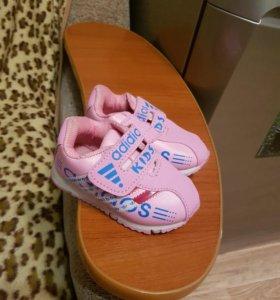 Кроссовки детские новые