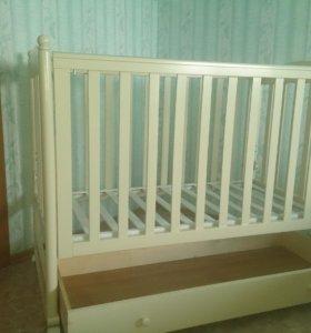 Кроватка+матрас+наматрасник+набор в кроватку с бал