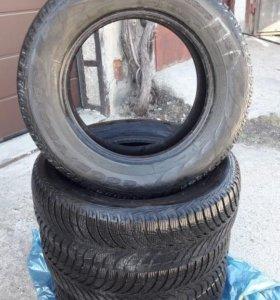 Продам зимние шины гудиер 215 65 R16 4 шт.
