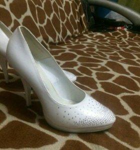 Туфли белые. Размер 37.