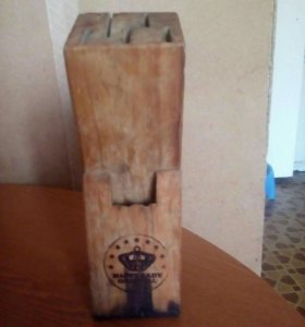 Продаю Подставка деревянная для ножей и ножниц.
