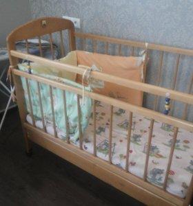 Кроватка с матрасом и ящиком для вещей