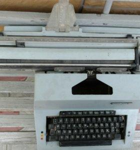 """Печатная машинка """"Листвица""""."""