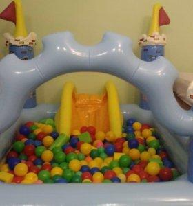 Замок надувной с шарами