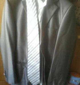 Продам мужской костюм 46-48р