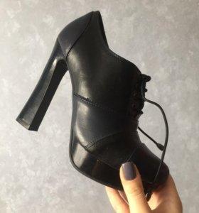 Ботильоны со шнурками