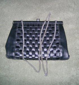 Вечерняя сумочка на цепочке.