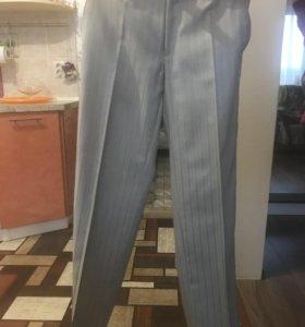 Брюки мужские нарядные почти новые