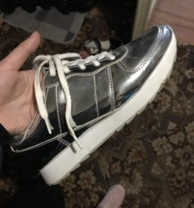 Фирменные кроссовки Beshka
