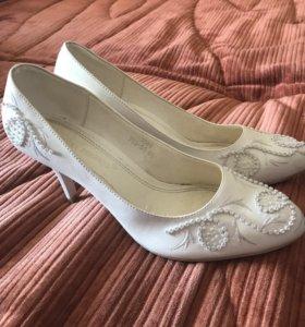 Туфли белые, свадебные