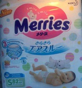 Подгузники Merries 82 штуки в упаковке 4 - 8 кг