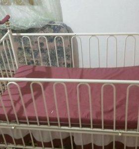 Железная  детская кровать .