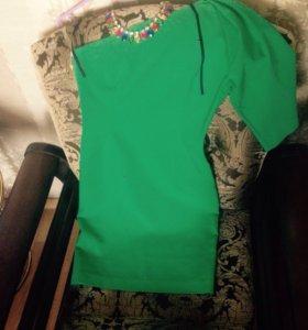 Платье через одно плечо