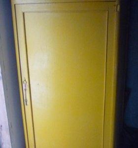 Шкаф из 20-го века,со штангой,без полок