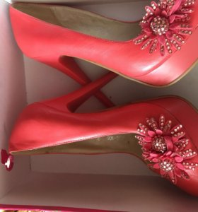 Туфли новые не разу не одевались