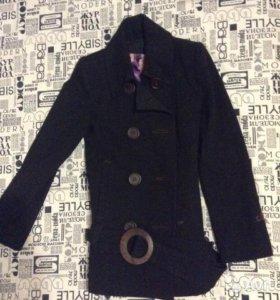 Красивое черное пальто