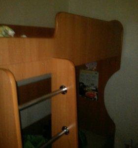 Двухъярусная кровать в месте с матрасом