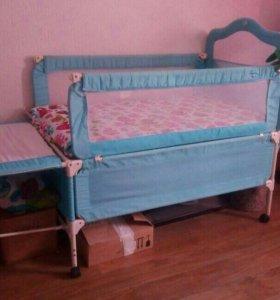 Кровать детская с пеленальным столиком, манежем.