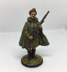 Фигурка девушка снайпер (олово) 1:54