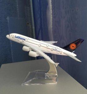 Модель самолёта airbus a380 Lufthansa