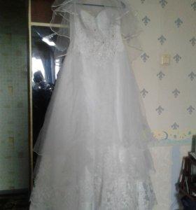 Платье свадебное белое,