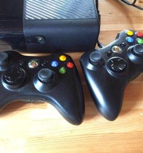 Игровая приставка Xbox 360 slim.