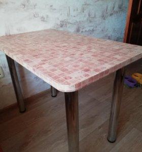 Продаю кухонный стол.