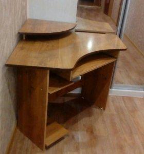 Стол компьютерный угловой в идеальном состоянии.