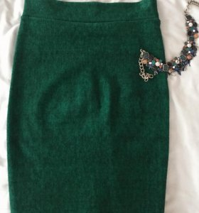 Плотная юбка зеленого цвета