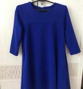 Платье насыщенно-синего цвета