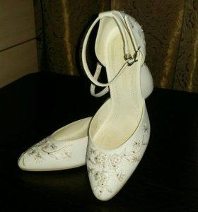 Туфли белые. Размер 34-35
