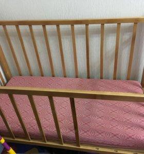 Детская кроватка с матрасом