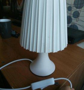 Продаю настольный светильник новая
