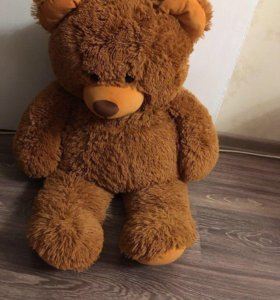 Большой плющевый медведь