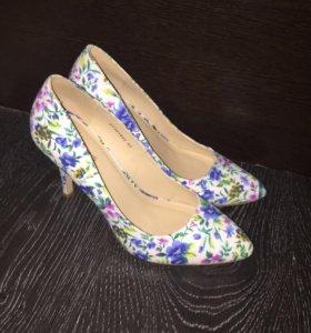 Туфли яркие и стильные