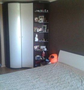 Кровать двуспальная с радиусной спинкой