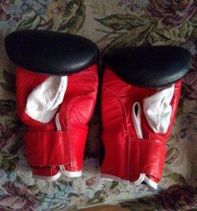 Боксёрские перчатки Larsen + лапы