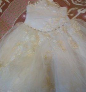 Продается бальное платье на девочку,на 7-8 лет
