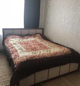 Двуспальная кровать, комод, тумбочка