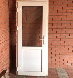 Пластиковая дверь