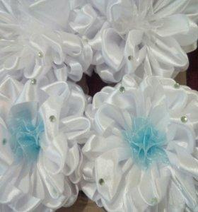 Белые банты для волос на резинке.
