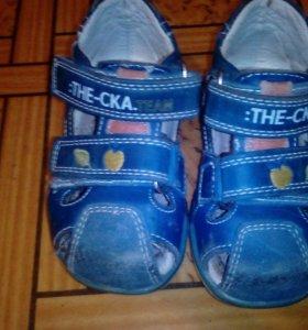 Сандали и кроссовки 19-20 размер