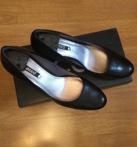 Новые кожаные женские туфли ECCO черные