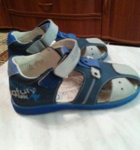 Детские туфли летние