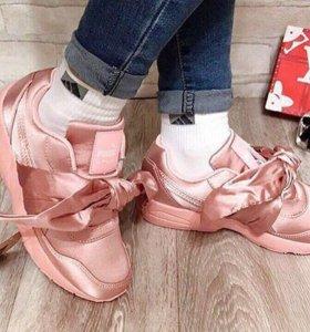 Кроссовки с бантиками