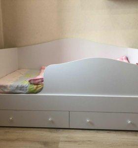 Кровать, полочка, комод