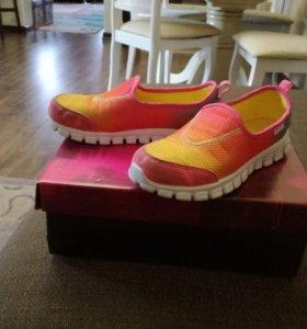 Обувь спортивная для девочки