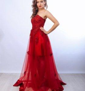 длинное красное платье-корсет на новый год